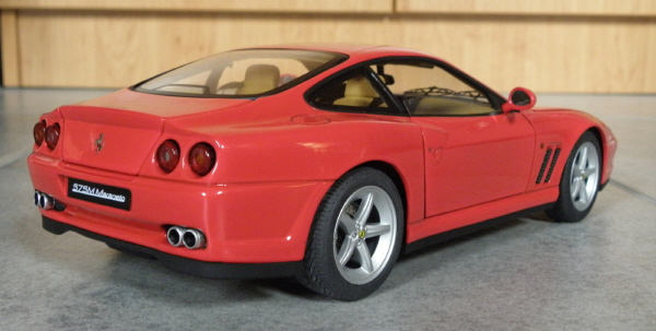 Hotwheels Elite Ferrari 575M Maranello 1-18 red (5).JPG