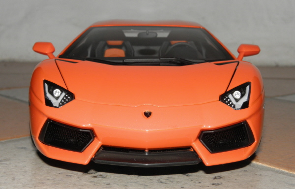 Autoart Lamborghini Aventador LP 700-4 1_18 orange (1).JPG