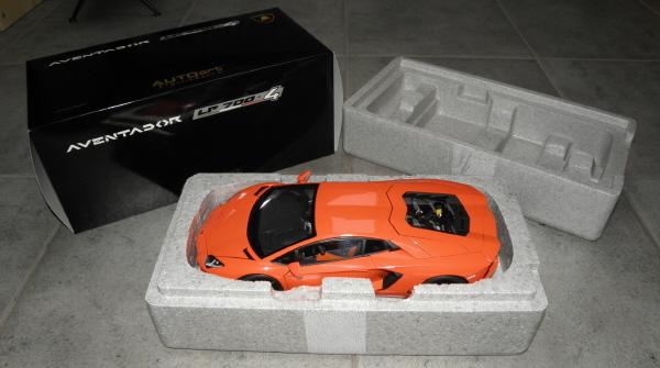 Autoart Lamborghini Aventador LP 700-4 1_18 orange (11).JPG
