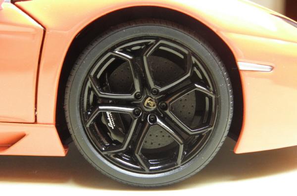 Autoart Lamborghini Aventador LP 700-4 1_18 orange (14).JPG