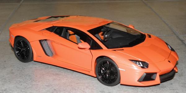 Autoart Lamborghini Aventador LP 700-4 1_18 orange (2).JPG