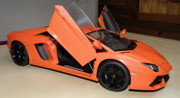 Autoart Lamborghini Aventador LP 700-4 1_18 orange (20).JPG