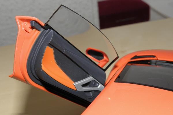 Autoart Lamborghini Aventador LP 700-4 1_18 orange (22).JPG