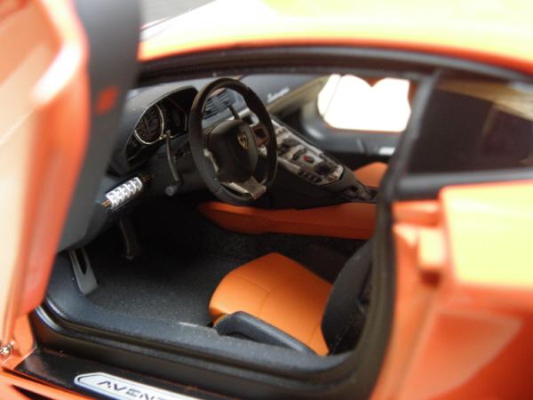 Autoart Lamborghini Aventador LP 700-4 1_18 orange (23).JPG