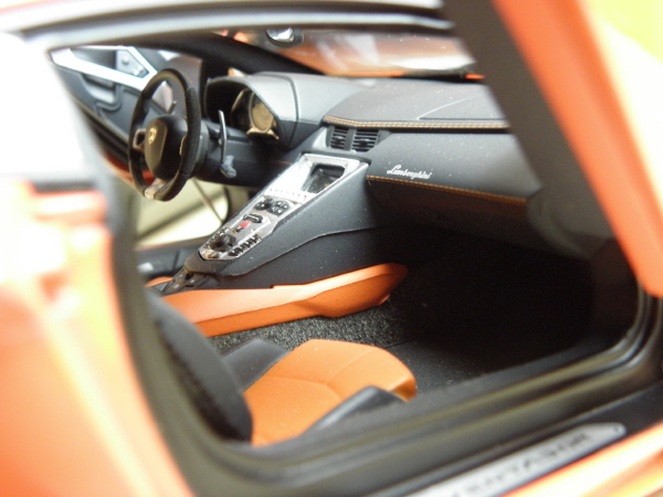Autoart Lamborghini Aventador LP 700-4 1_18 orange (24).JPG
