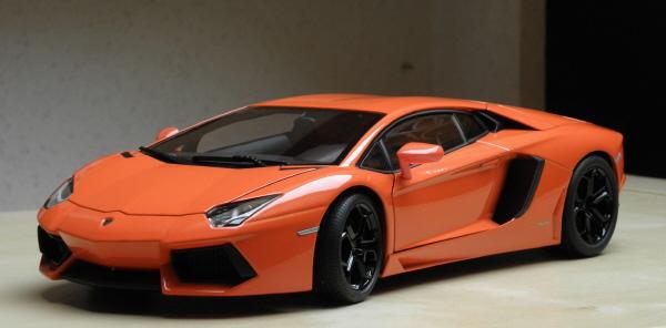 Autoart Lamborghini Aventador LP 700-4 1_18 orange (3).JPG