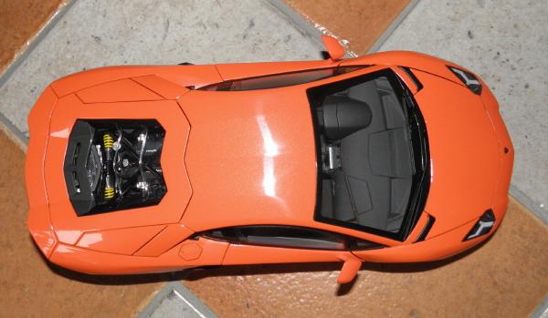 Autoart Lamborghini Aventador LP 700-4 1_18 orange (8).JPG