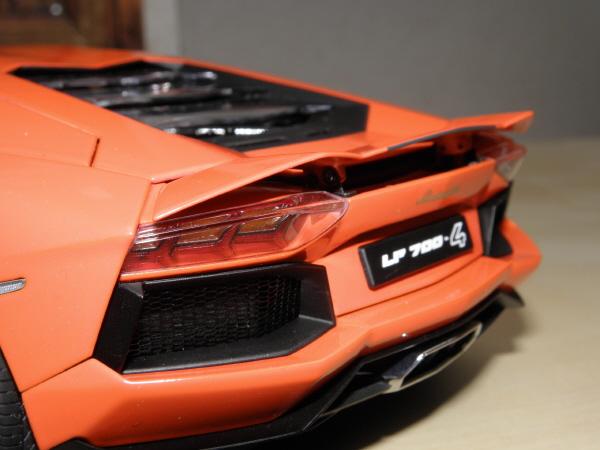 Autoart Lamborghini Aventador LP 700-4 1_18 orange (9).JPG