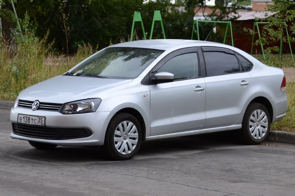 Volkswagen_Polo_Sedan_2.JPG