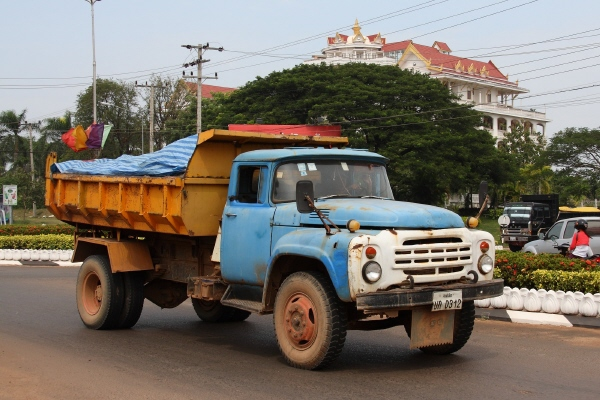 ZIL_130_in_Pakxe_Laos.jpg