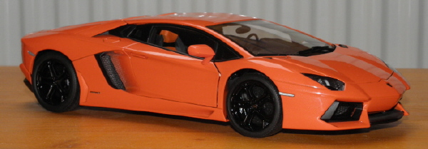 modell_lamborghini_aventador_lp_700-4_autoart.JPG