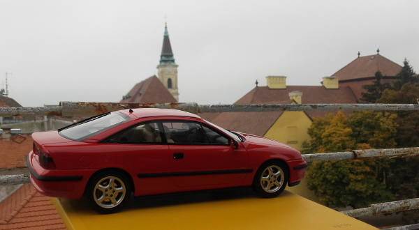 otto_mobile_opel_calibra_turbo_4x4_1_18_red_08.jpg