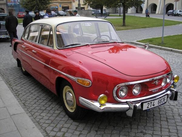 BoS Tatra 603 1-18 red-white (14).jpg