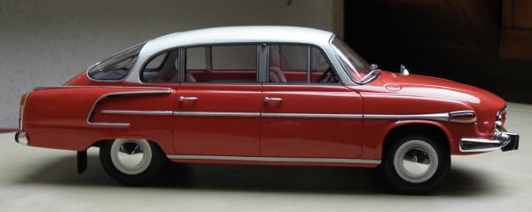 BoS Tatra 603 1-18 red-white (17).JPG