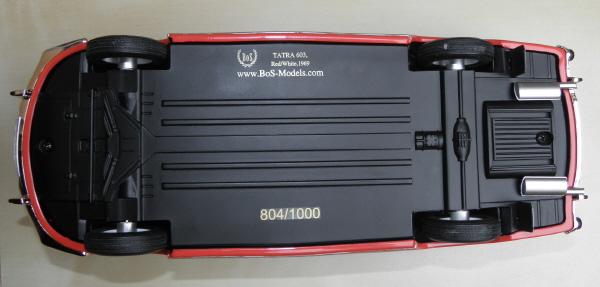 BoS Tatra 603 1-18 red-white (2).JPG
