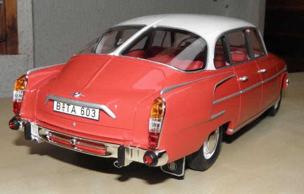 BoS Tatra 603 1-18 red-white (20).JPG