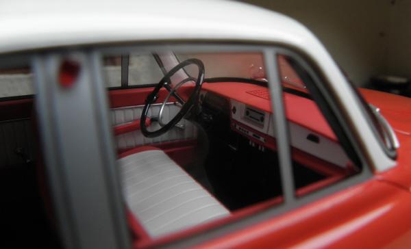 BoS Tatra 603 1-18 red-white (22).JPG