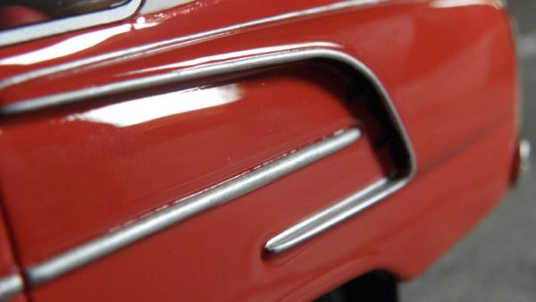 BoS Tatra 603 1-18 red-white (5).JPG