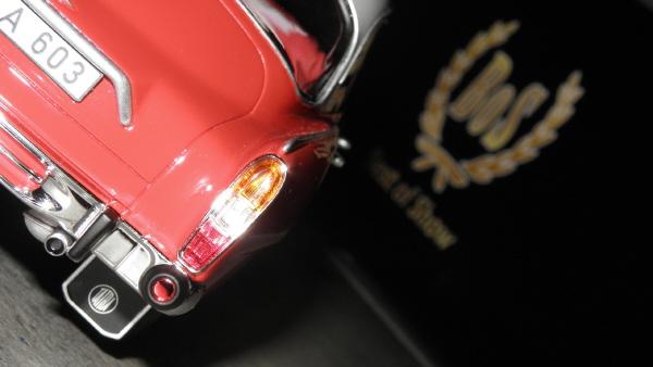 BoS Tatra 603 1-18 red-white (9).JPG