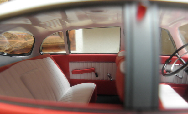 BoS Tatra 603 1-18 red-white.JPG