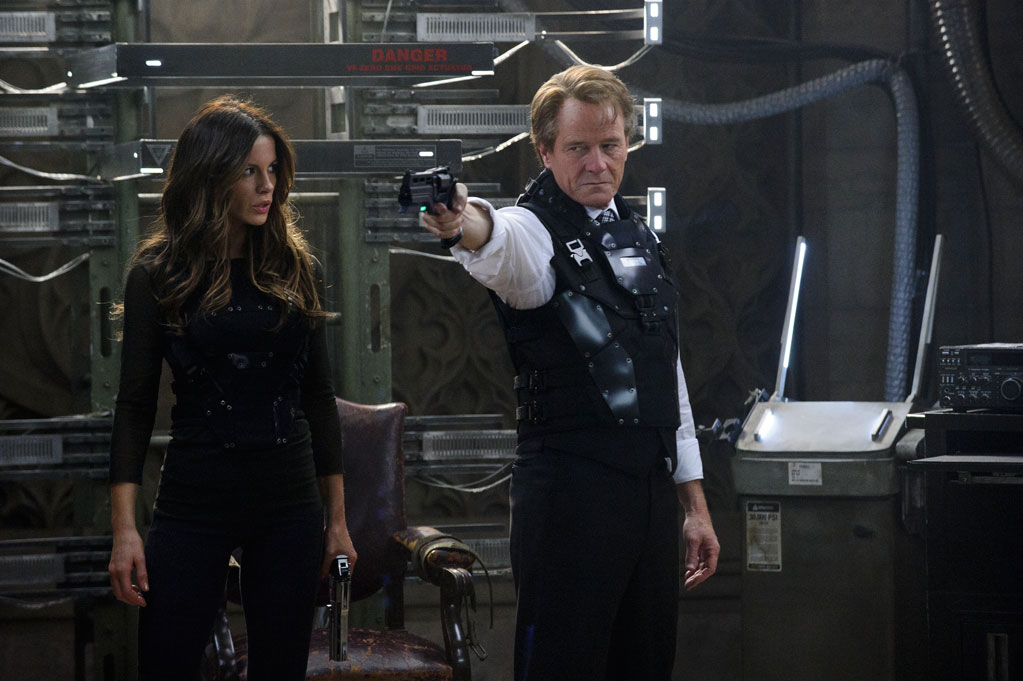 kate-beckinsale-and-bryan-cranston-in-total-recall.jpg