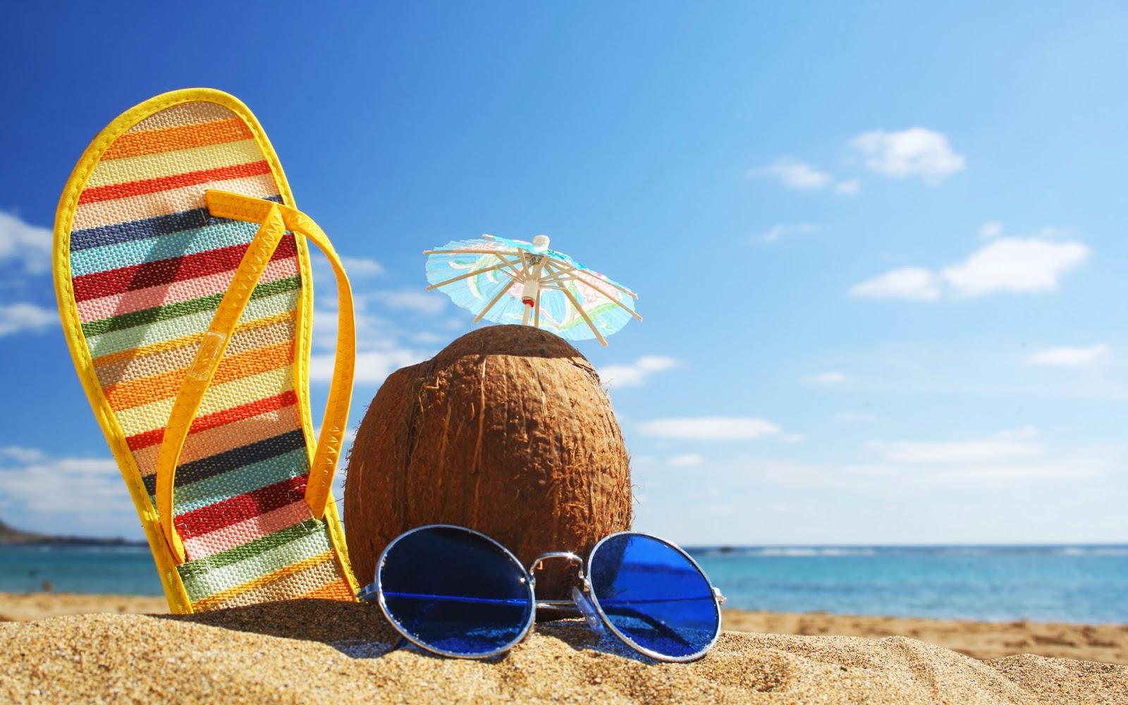sommer-urlaub-2013-hintergrund-mit-meer-strand-kokosnuss-pantoffeln-und-sonnenbrille-hd-sommer-bilder.jpg