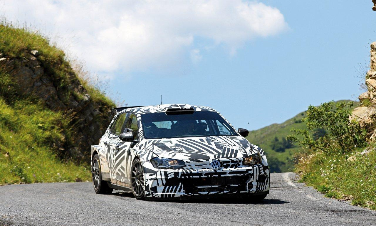 Eric Camilli megy a VW Polo R5-tel a Spanyol rallyn