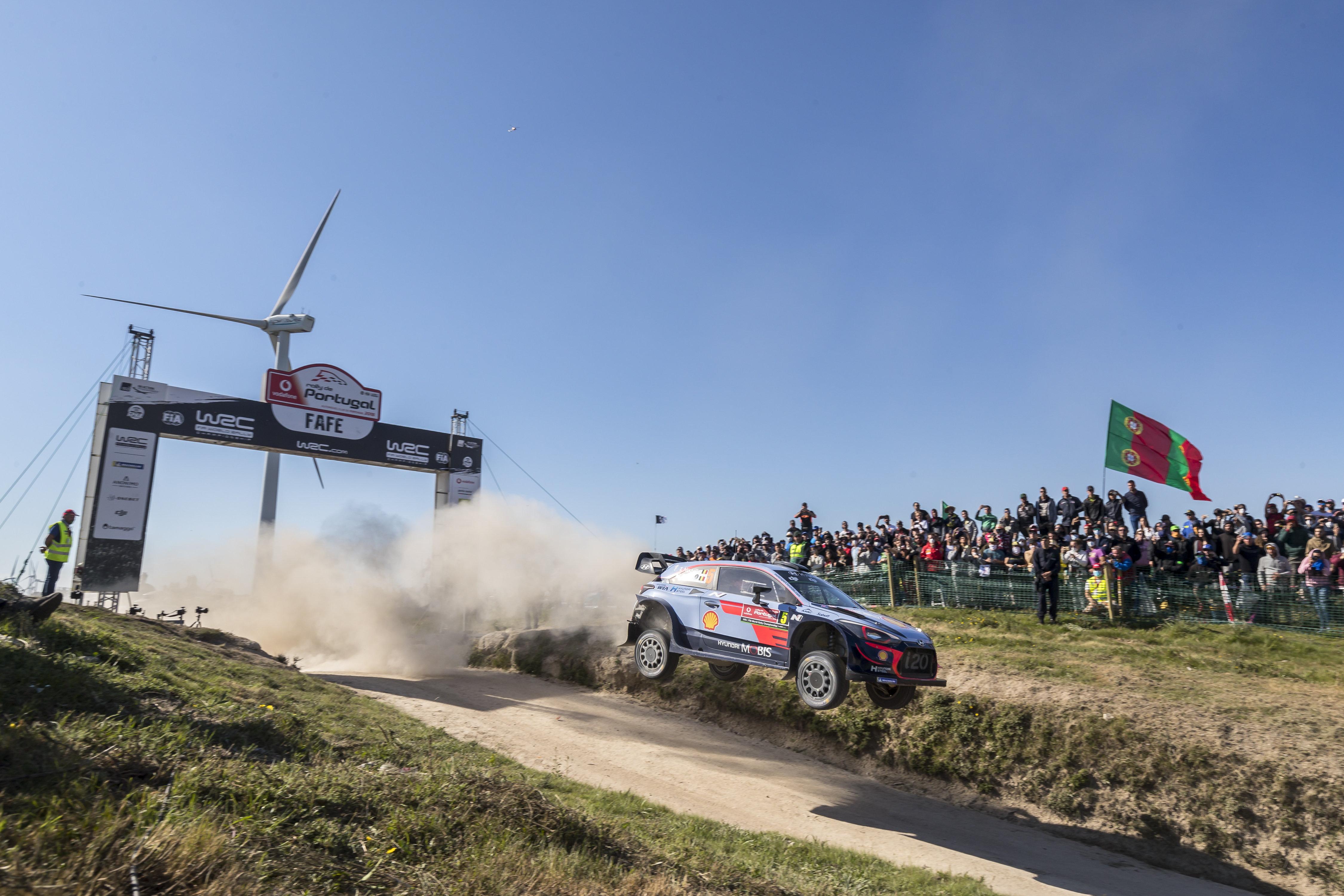Neuville nyerte a Portugál rallyt