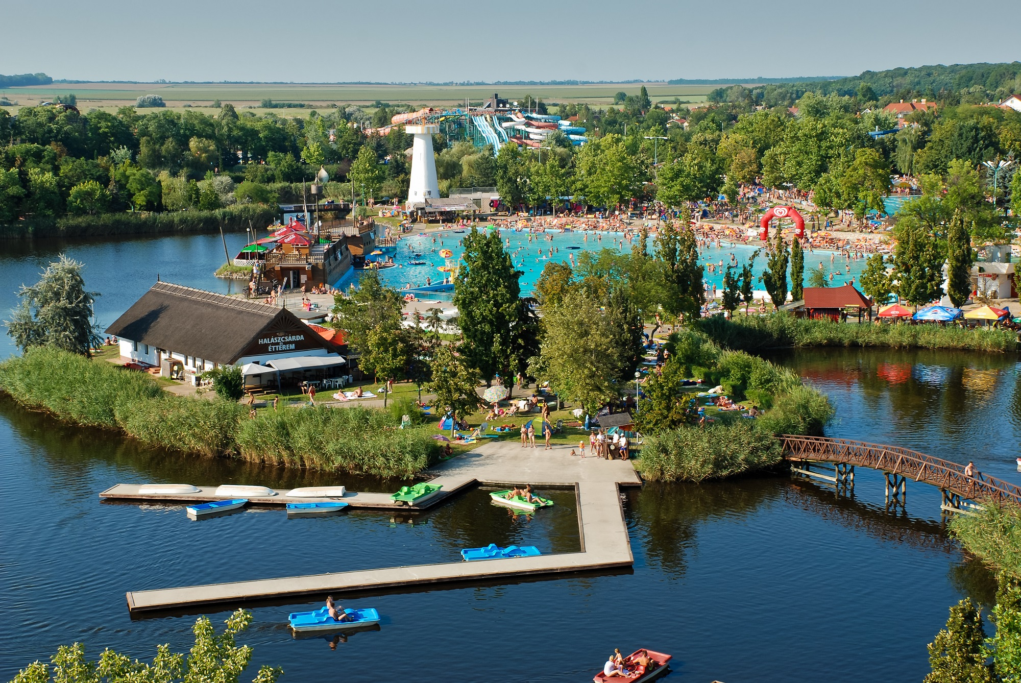 hajduszoboszlo-furdokomplexum-strand-aquapark-csonakazo-to2000.jpg