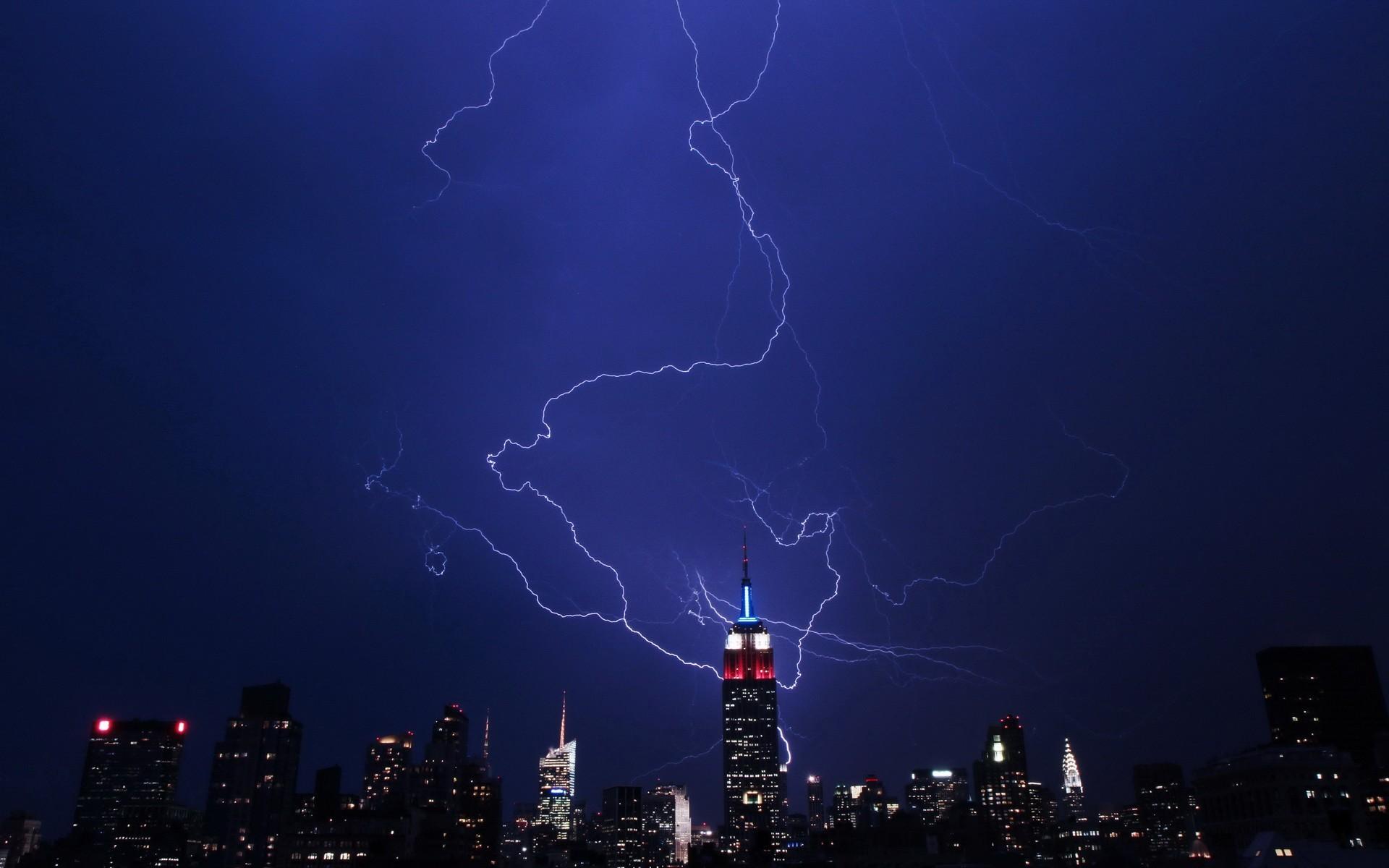 storm-empire-state-building-lightning-bolts.jpg