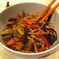 Ázsiai topliszt No. 2: kínai pirított tészta csirkével & fafülgombával
