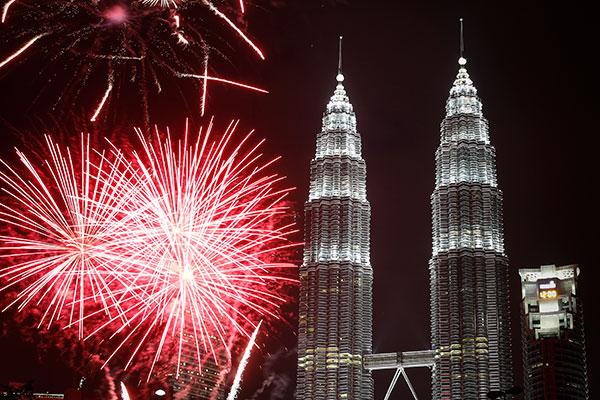 123115-cc-nye-world-malaysia-2.jpg