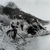 Amikor a kenesei vasútvonalat a vízbe építették