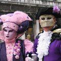 Díszes maszkok és angyal-röpte - ez történik a velencei karneválon