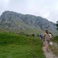 A hegyre turistaút vezet a faluból