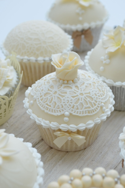 hilary_rose_cupcakes.jpg