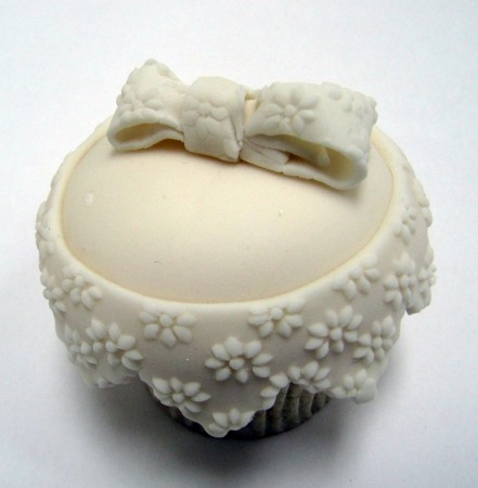 lace-wedding-cupcake-441x450.jpg
