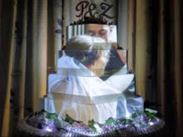A menyasszonyi torta útja