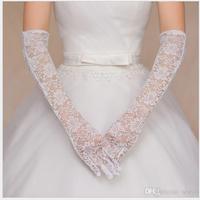 Viseljen a menyasszony kesztyűt?