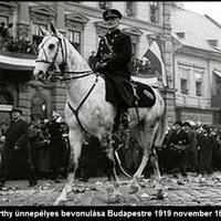 95 éve volt Horthy fehér lovon történő bevonulása Budapestre [39.]