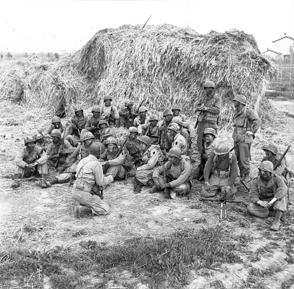 1st_special_service_force_members_being_briefed_at_anzio_3396066.jpg