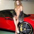 Szőrme és Ferrari a mélygarázsban