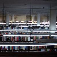 Holt könyvek háza