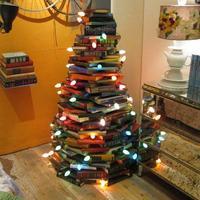 Kellemes karácsonyi ünnepeket, sok könyvet és jó olvasást kívánunk: A Totáliber csapata