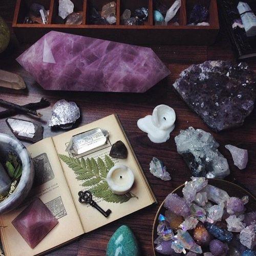 crystals_fern_meditation_relaxation_and_letting_go_bohemian_hippie_gypsy_new_tarot.jpg