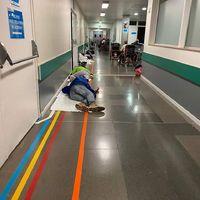 Covid-19: földön fekvő betegek, olcsó tejért rohangáló karanténszegők Spanyolországban