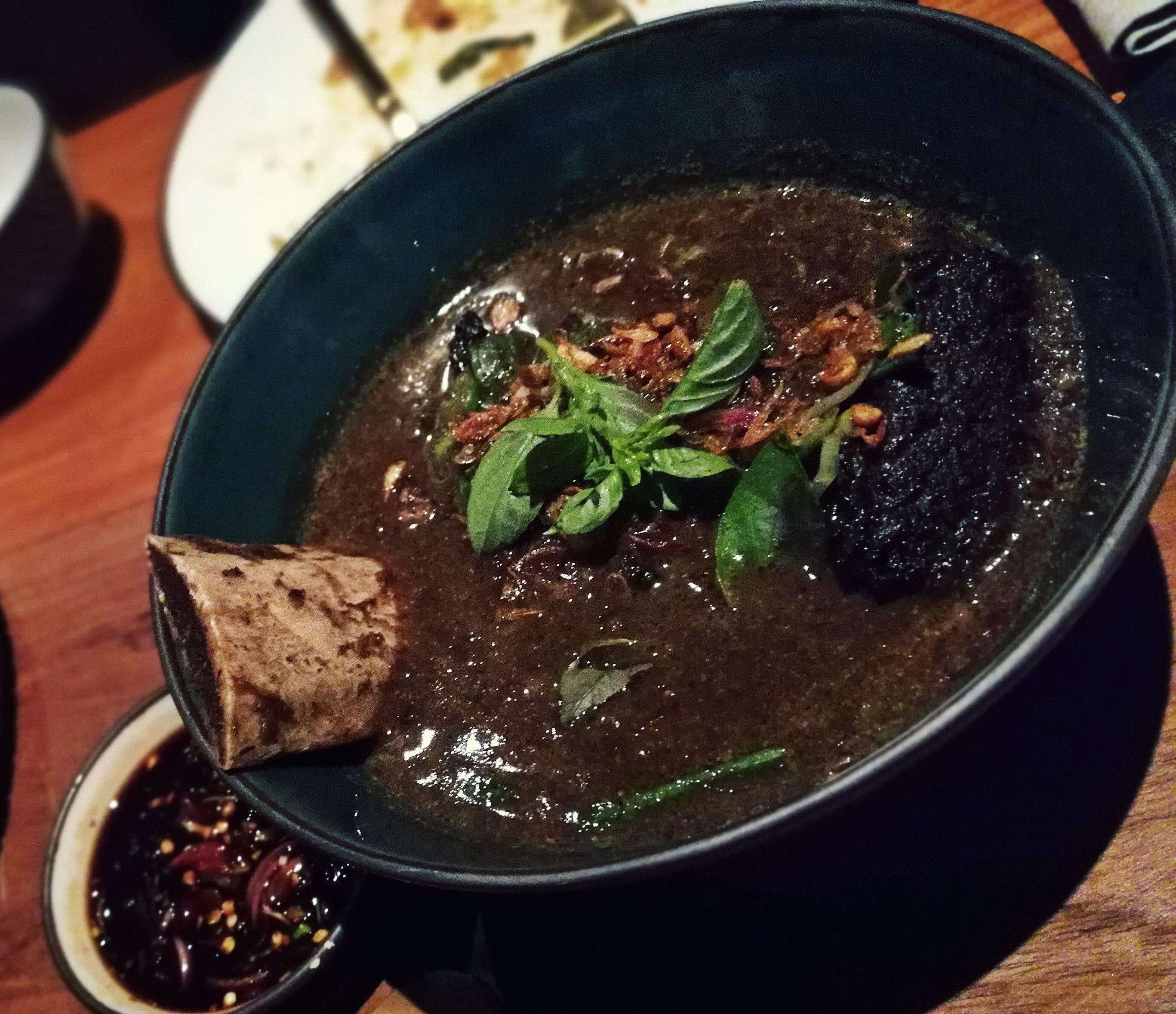 soto konro makasar, a sűrű húsos leves Sulawesiről