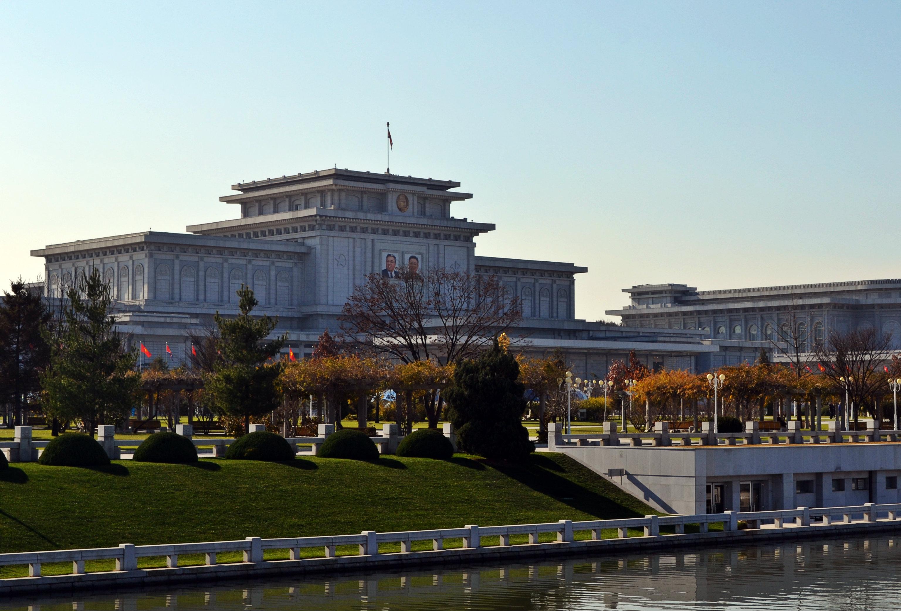 Kumszuszan Nap Palotája, avagy  Kim ir Szen és Kom Dzsong Il mauzóleuma.