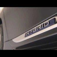 Királyi frigy miatt vesztette el fém tetejét a Lexus LS600h