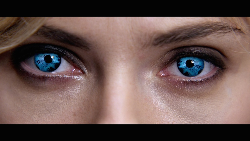 lucy-2014-movie-screenshot-blue-eyes.jpg